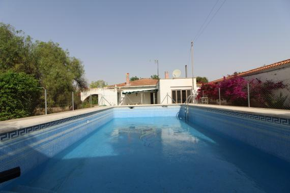 Bargain villa with pool
