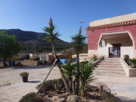 HONDON VALLEY VILLA with business potential
